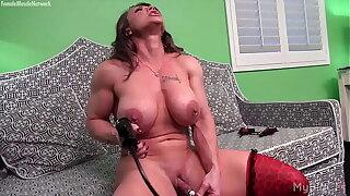 Naked Lady Bodybuilder Pumps Her Big Clit